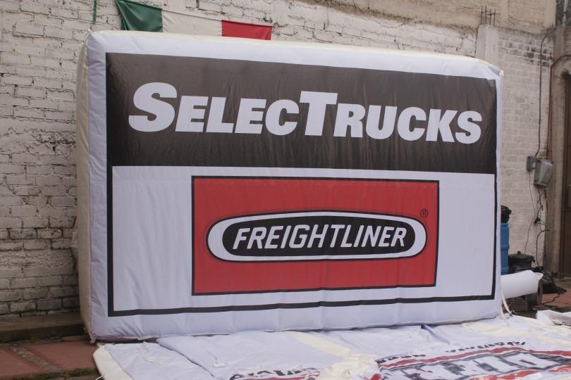 Cartelera Inflable de Freightliner